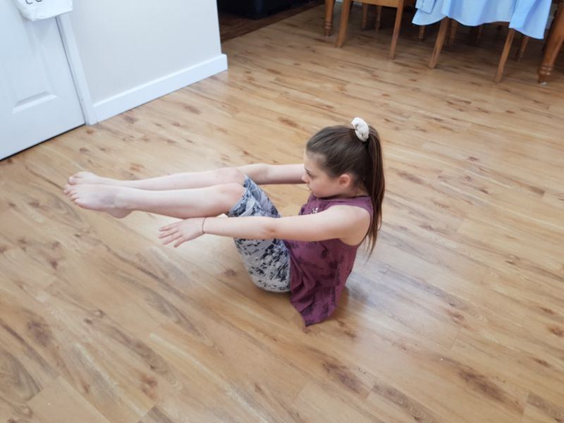 Cham Isadora seated Plank